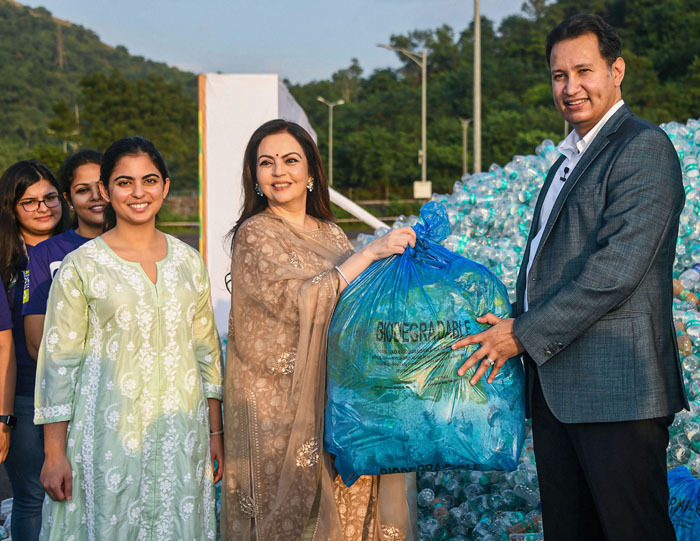 Reliance Foundation Founder and Chairperson, Nita Ambani, with her daughter Isha at the culmination of a drive to collect PET bottles across India in Mumbai last week. Reliance Foundation undertook a Recycle4Life programme as a part of national campaign Swachata Hi Seva.